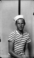 http://bernalespacio.com/files/gimgs/th-47_Mike Disfamer Young Man in a Sailor Cap, 1939-1946.jpg