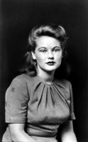 http://bernalespacio.com/files/gimgs/th-47_Mike Disfarmer Bonnie Dell Gardner, 1943.jpg
