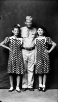http://bernalespacio.com/files/gimgs/th-47_Mike Disfarmer Soldier with Two Girls in Polka Dot Dresses, 1940s.jpg