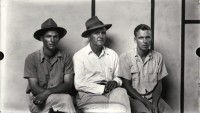 http://bernalespacio.com/files/gimgs/th-47_Mke Disfarmer Three Men, Two with Fedoras, 1940s.jpg