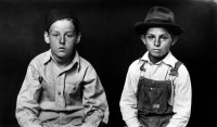 http://bernalespacio.com/files/gimgs/th-47_ike Disfrmer Two Young Boys, One in Overalls, 1939-46.jpg