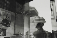 http://bernalespacio.com/files/gimgs/th-57_Saul Leiter Toy Shop 1950`s.jpg